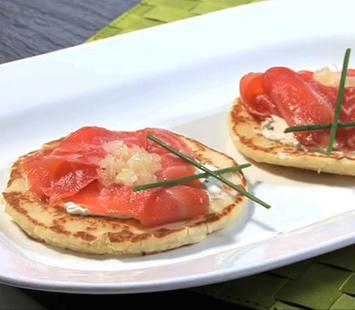 blinis-con-salmon-ahumado-y-crema-de-queso_dtk