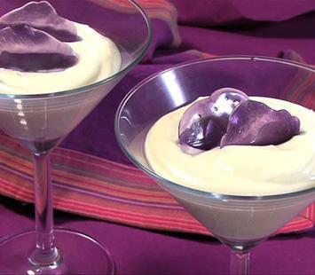 mousse-de-mascarpone-con-caramelo-de-violeta_dtk