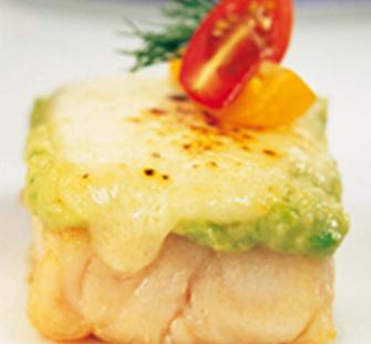 Peixe_mero_forno_gratinado_queijo_pure_abacate